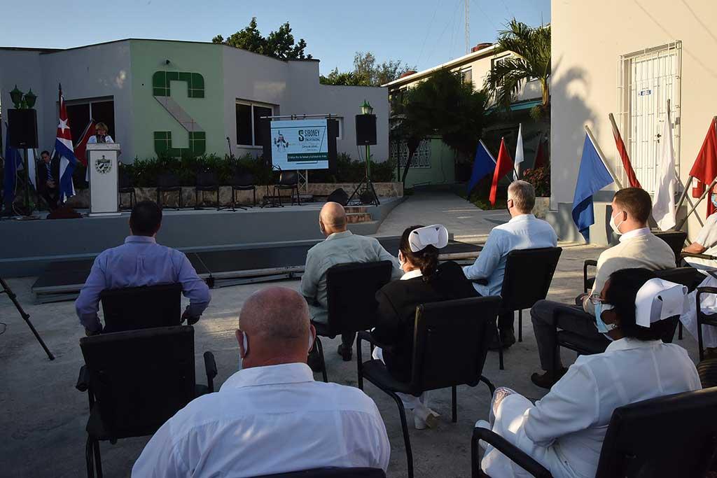 Asistió Díaz-Canel a la celebración por el quinto aniversario de la Clínica Internacional Siboney