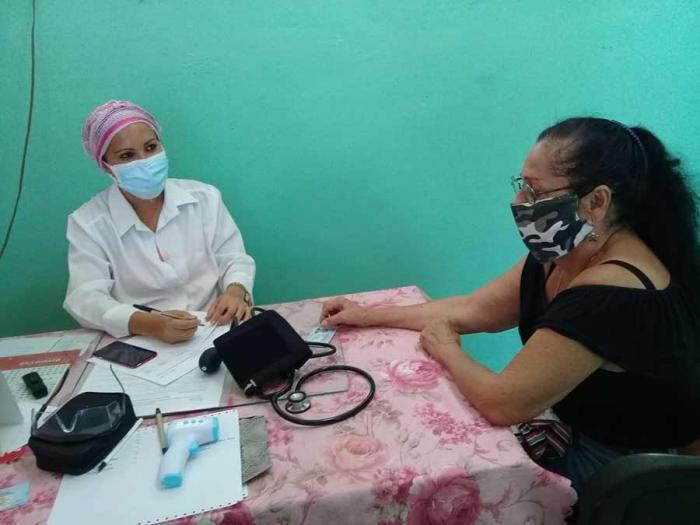 Doctora Yaneibis Cutiño Contreras, del consultorio No.11, en Miraflores Nuevo. Foto: Carlos Manuel Serpa