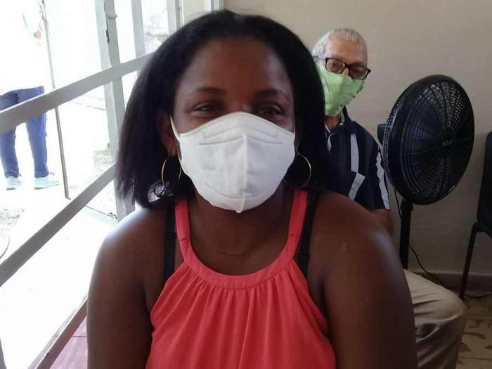 Liset Susana Cobas Gómez, científica inmunizada en Miraflores Nuevo. Foto: Carlos Manuel Serpa