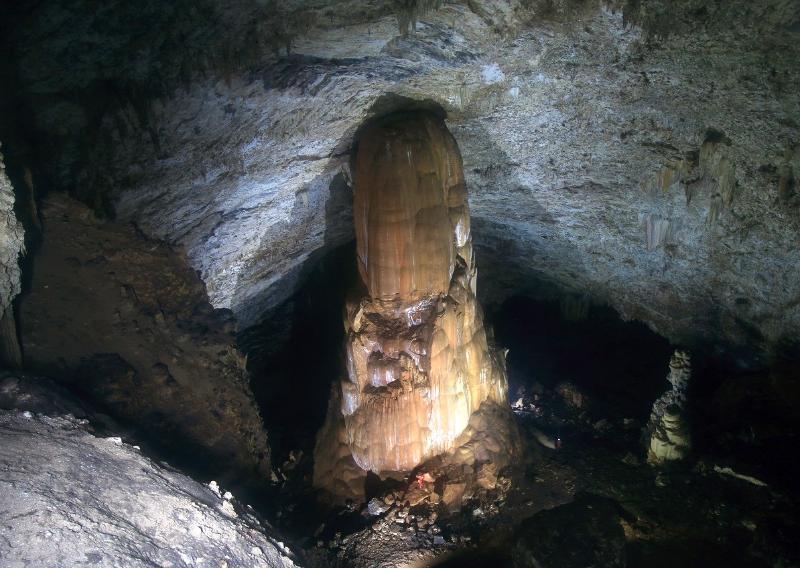 Cueva Martín Infierno Estalagmita