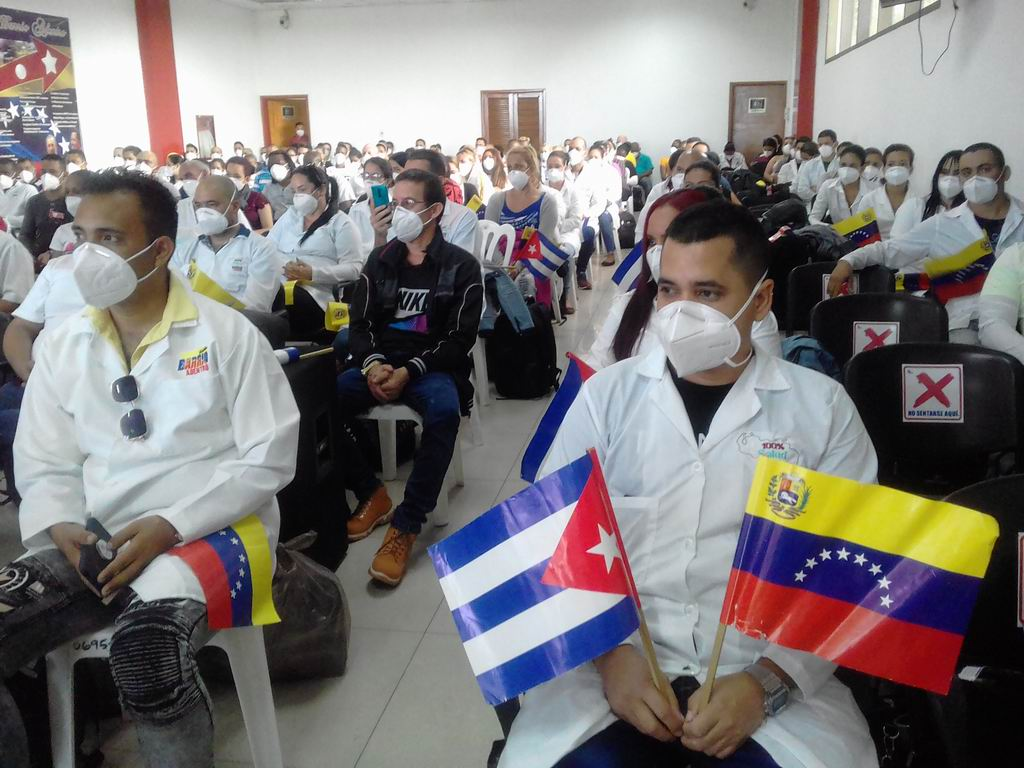 Manos cubanas regresan de Venezuela para combatir la Covid-19