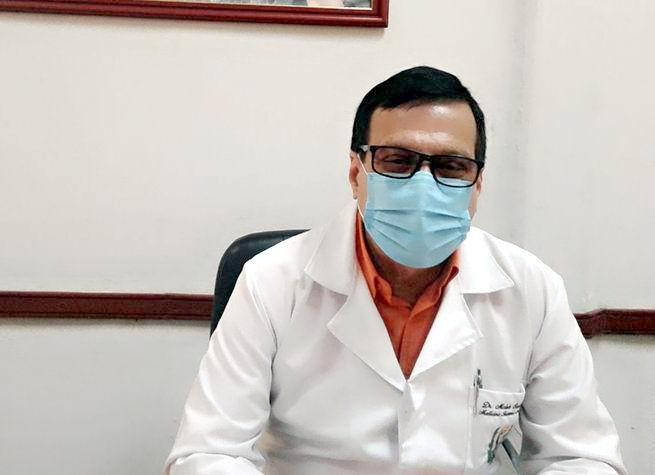 Doctor cienfueguero Moisés Santos Peña, especialista en Segundo Grado en Medicina Interna e Intensiva.