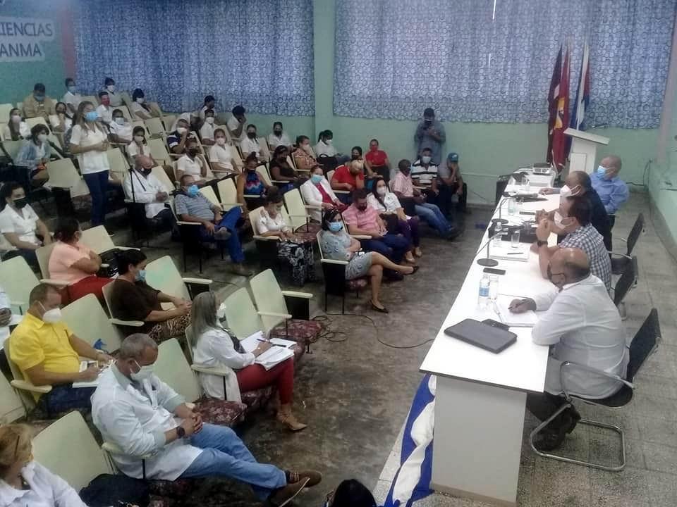 El ministro de Salud Pública de Cuba, Doctor José Ángel Portal Miranda recorrió el hospital granmense Celia Sánchez Manduley