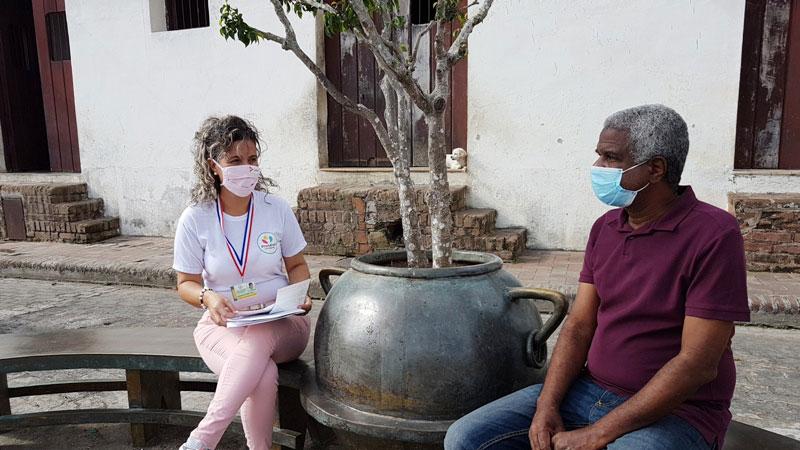 La directora del Departamento de Educación para la Salud, Jacqueline Cubeña, coordina acciones con el Delegado de la Circunscripción Vicente Rodríguez.