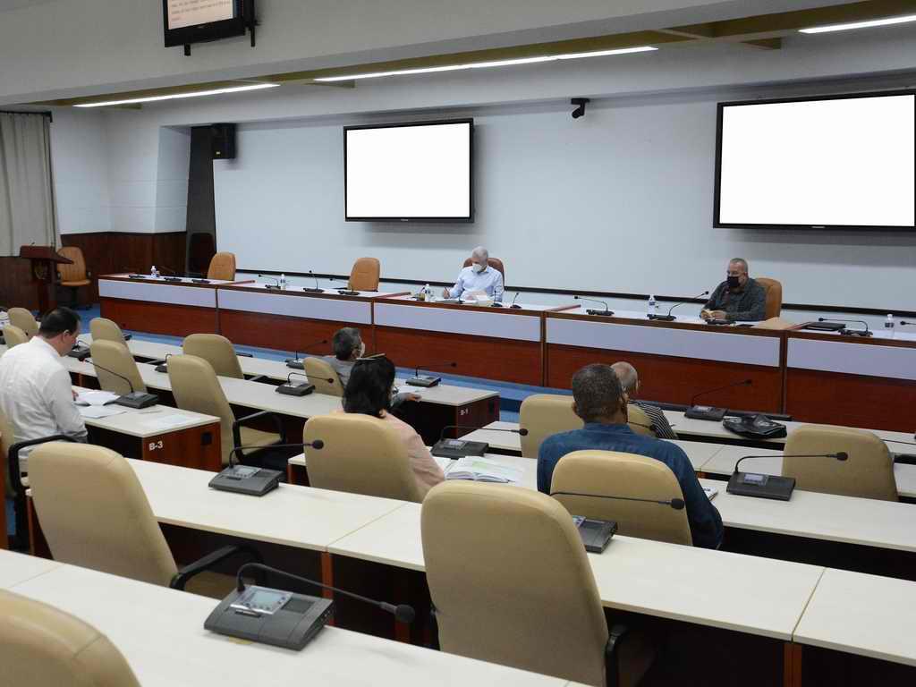 """""""COVID-19 en Cuba: con vacunación, cuesta abajo"""" (+Audio)"""