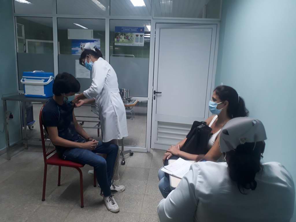Primeros niños cubanos con dosis de Soberana 02