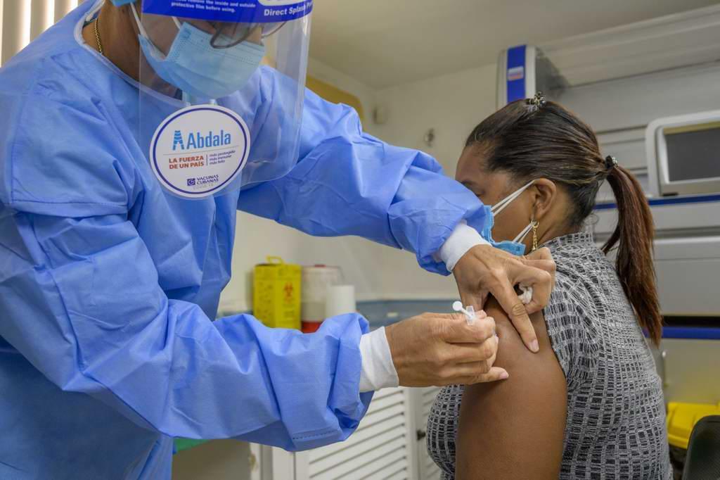 Vacunas más cumplimiento de los protocolos sanitarios