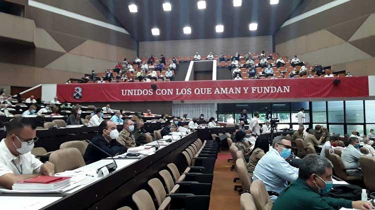 Se desarrolla trabajo en comisiones del 8vo. Congreso del Partido