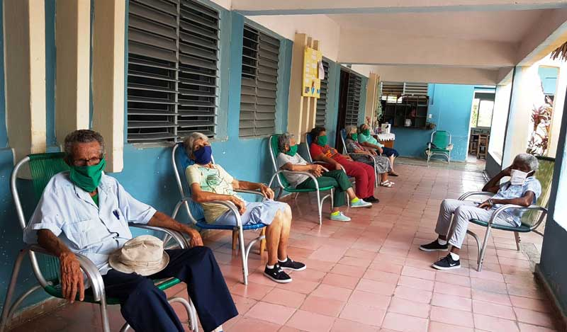 Adultos mayores vulnerables, en Casas de Abuelo, pueden recibir pagos totales o parciales del servicio.