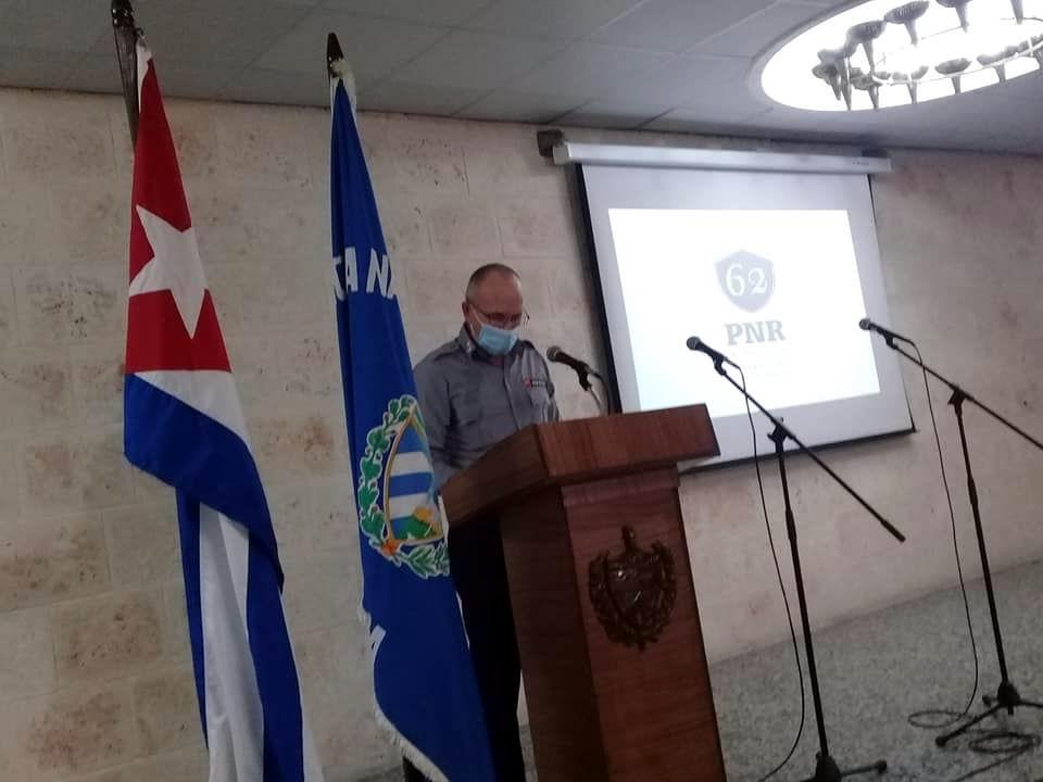 Envía Ministro del Interior felicitación a la Policía Nacional Revolucionaria