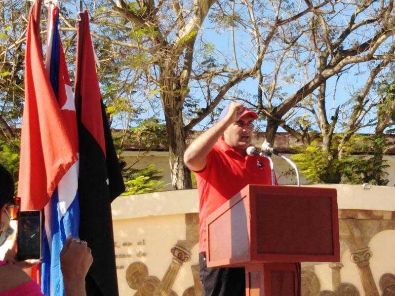 Jóvenes tuneros ratifican continuidad de la Revolución ante el paso de la Caravana de la Victoria