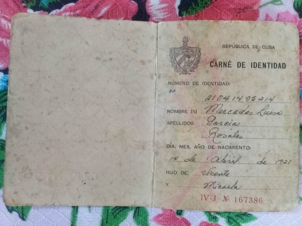 Carnet de identidad de Mercedes Luisa García Rosales