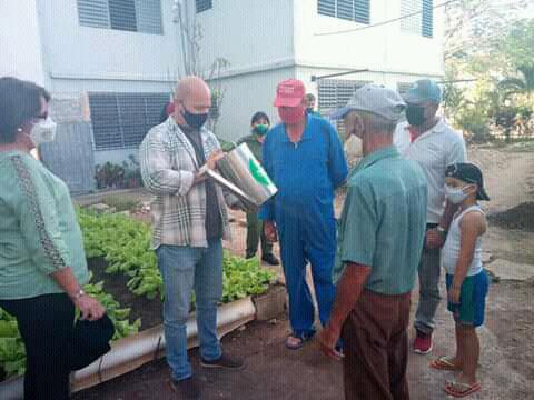"""Destaca en Cienfuegos Coordinador Nacional de los CDR frutos del Movimiento """"Cultiva tu Pedacito"""""""