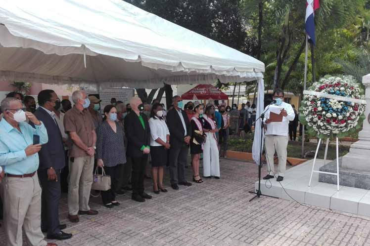 Cubans and Dominicans mark historical date