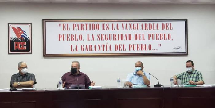 Analiza primer ministro cubano complejo escenario epidemiológico de La Habana