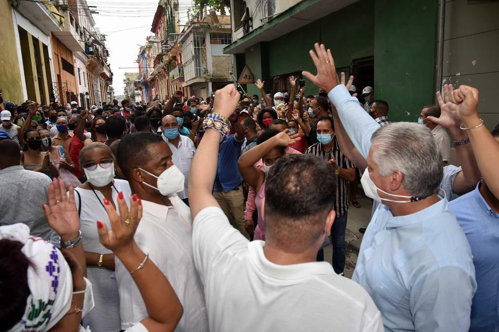 """Díaz-Canel: """"La labor social emprendida por ustedes enaltece y emancipa"""""""