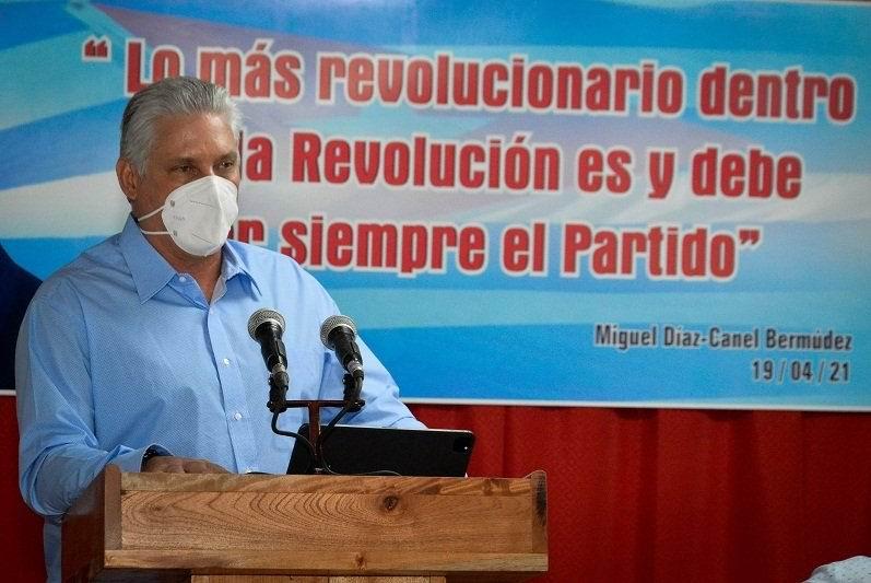 Miguel Díaz-Canel Bermúdez en Cienfuegos durante el encuentro para dar seguimiento a los acuerdos del 8vo. Congreso de la organización política