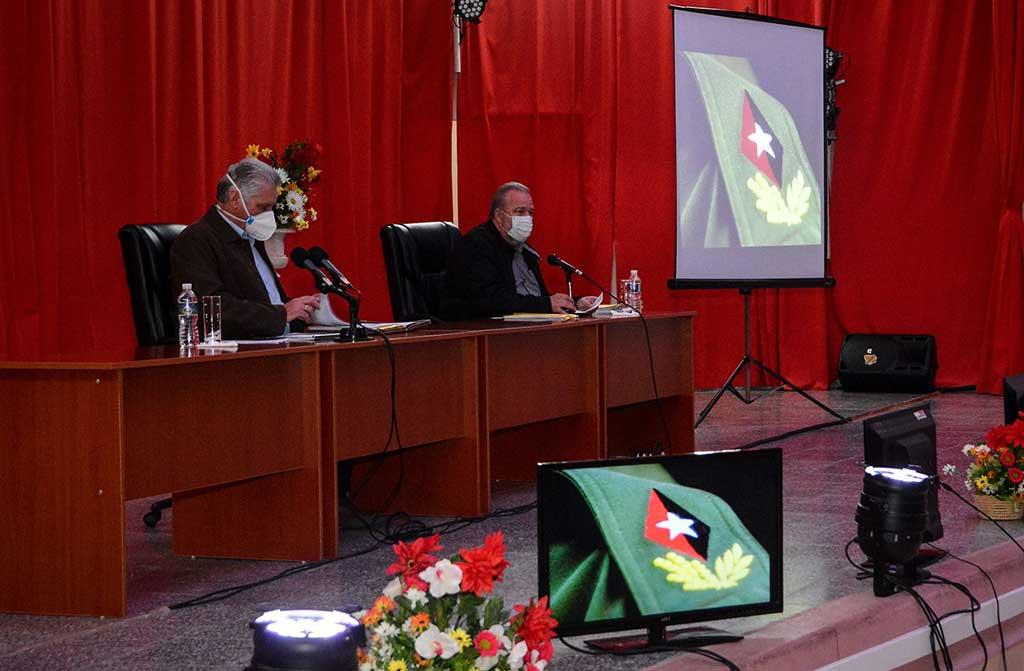 Analiza presidente cubano gestión gubernamental en Cienfuegos