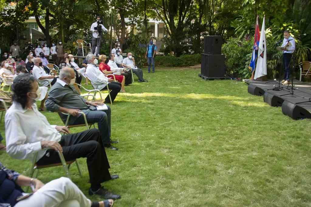 Confieren Sello Conmemorativo por los 60 años de la UNEAC, a Raúl y Díaz-Canel (+Audio)