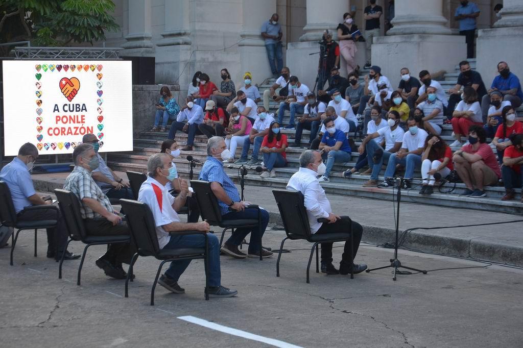 Intercambia Díaz-Canel con jóvenes en la Universidad de La Habana