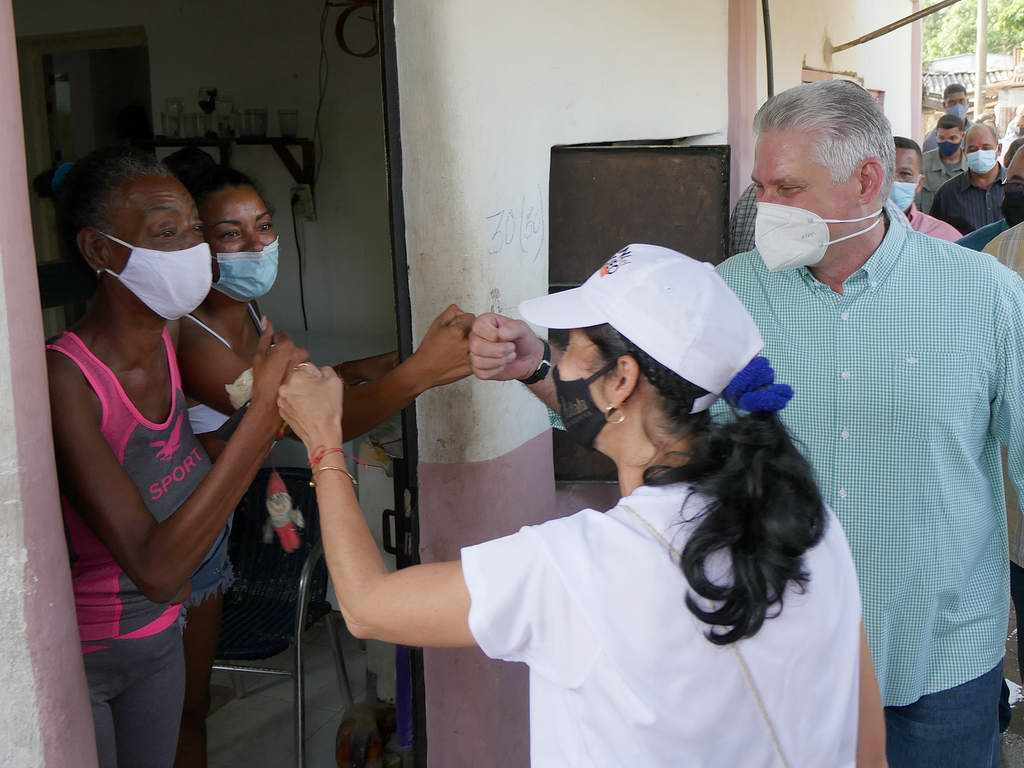 Díaz-Canel en El Fanguito: cuando se juntan los esfuerzos por el barrio