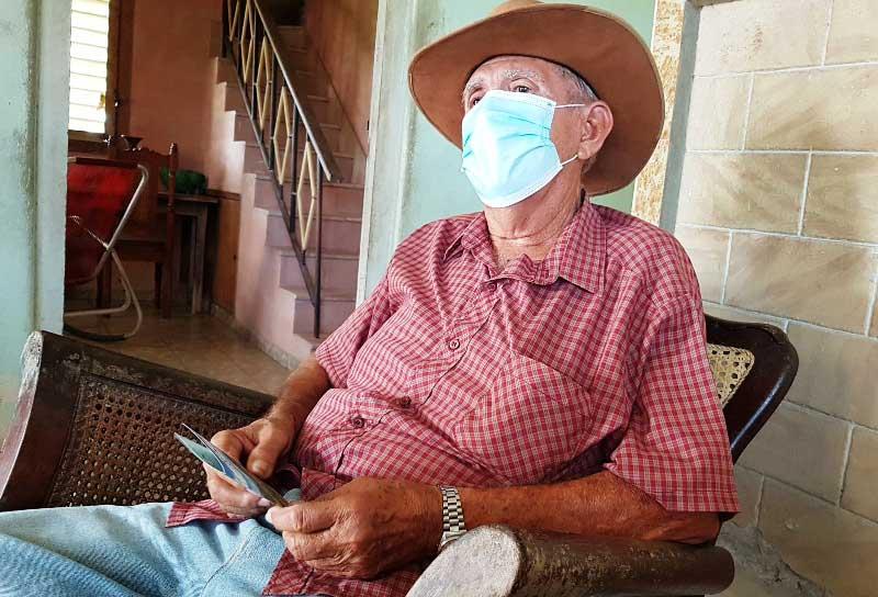 Campesino Eduardo Cruz Carmenates.