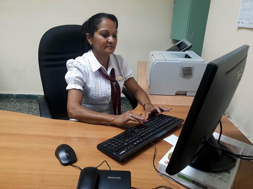 Disciplina y compromiso ratifican las trabajadoras bancarias cubanas (+Audio)