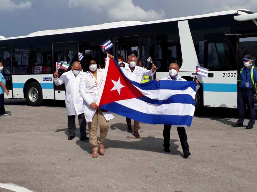 En suelo cubano tercer grupo de médicos que combatió la COVID-19 en Kuwait