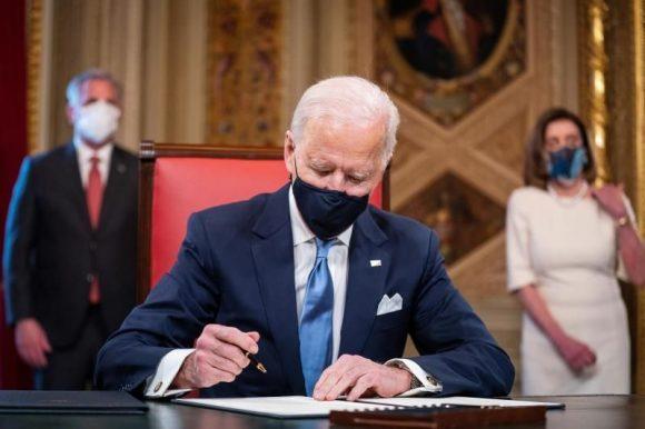 Chapeando Bajito: Primer día del presidente 46 de los Estados Unidos (+Podcast)