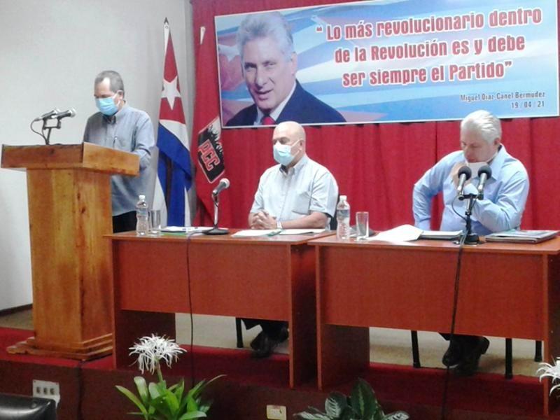 José Ramón Monteagudo Ruiz, miembro del Secretariado para la atención al Departamento Agroalimentario planteó cuestiones relacionadas con la alimentación del pueblo