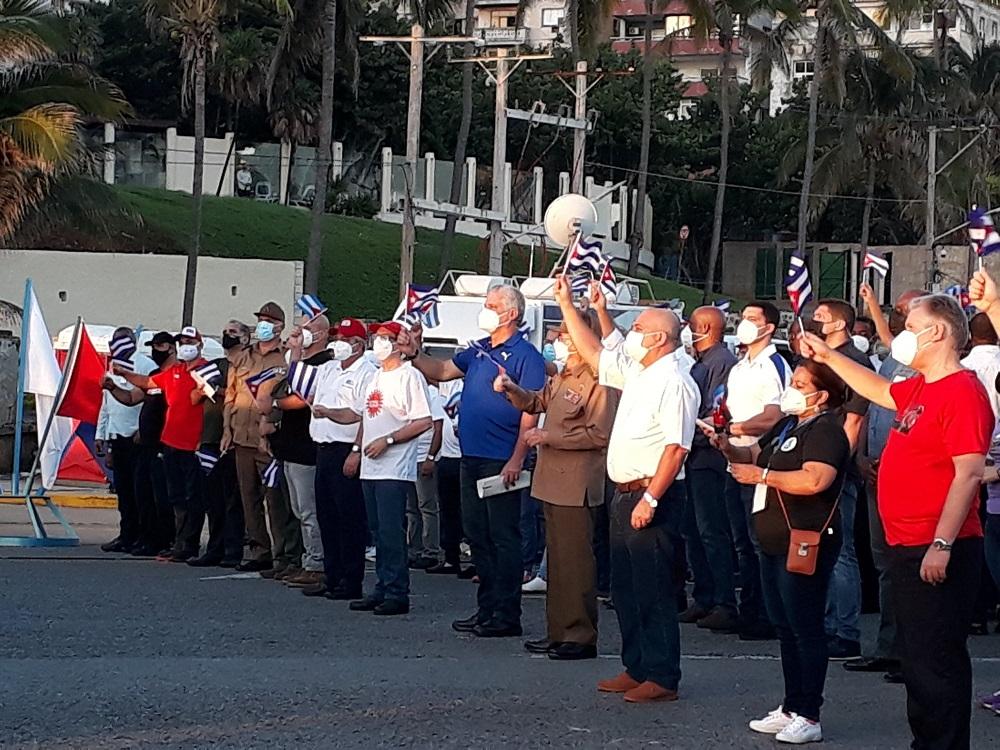 Asisten Raúl Castro y Díaz-Canel junto al pueblo cubano en defensa de la Revolución (+Audio)