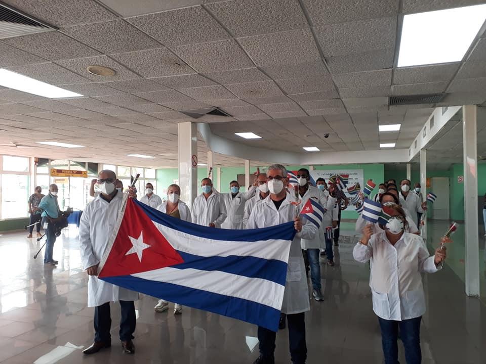 En Cuba, parte de la Brigada Henry Reeve que enfrentó COVID-19 en Sudáfrica