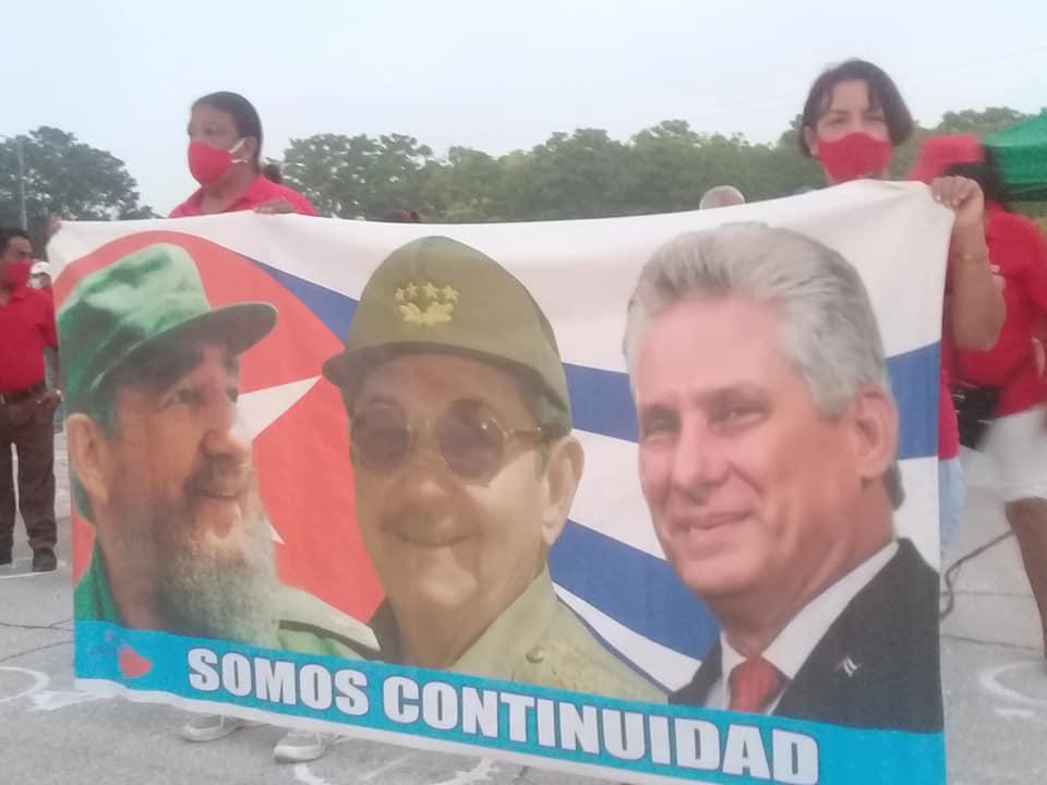 Expresan manzanilleros unidad en torno a la Revolución y el Socialismo
