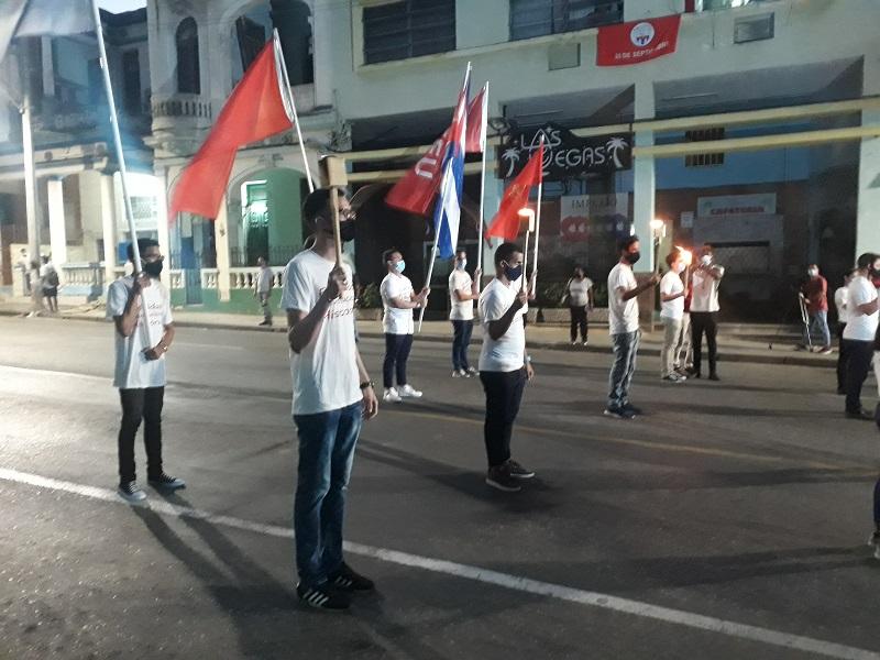 Reedición simbólica de la marcha de las antorchas para recordar a Martí