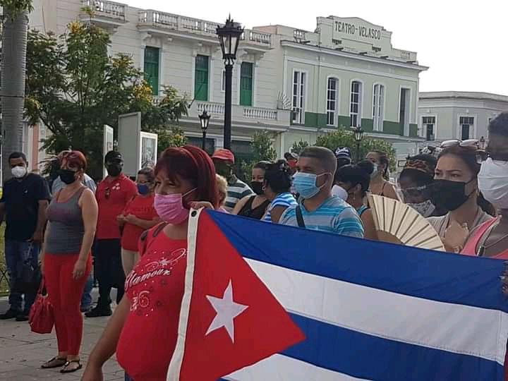 Revolución sí, pero blanca, azul y roja
