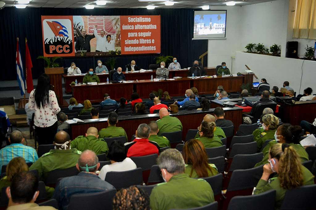 Díaz-Canel recalca en Matanzas necesidad de perfeccionar tratamiento al viajero