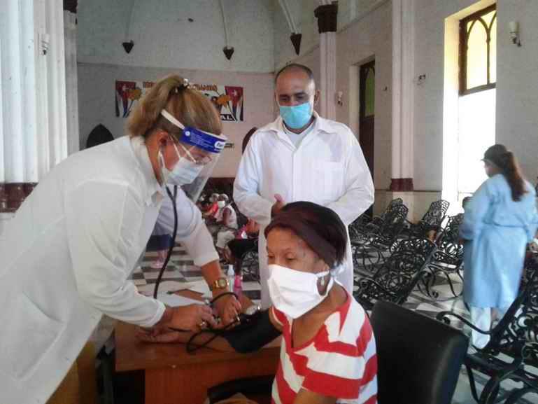 Acontece vacunación con Abdala en Hogares de Ancianos de Cienfuegos