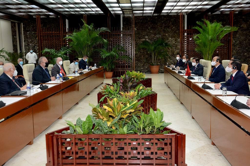 Cuba agradece su presencia en tiempos tan difíciles, fueron las primeras palabras de bienvenida que ofreció el Primer Ministro Manuel Marrero Cruz al Presidente de la República Socialista de Vietnam Nguyen Xuan Phuc, quien realiza una visita oficial a la isla caribeña