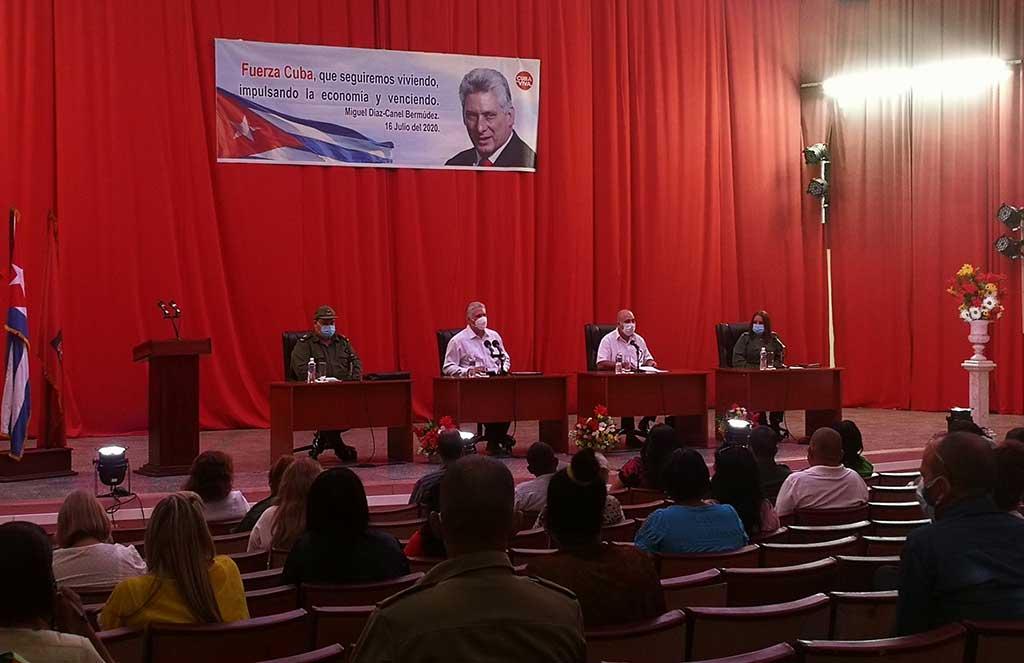 Participa Díaz-Canel en Pleno extraordinario del Comité Provincial del Partido en Cienfuegos