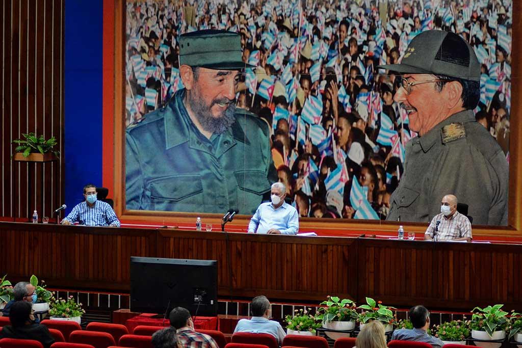 Holguín: Chequean implementación de los acuerdos del 8vo. Congreso del PCC