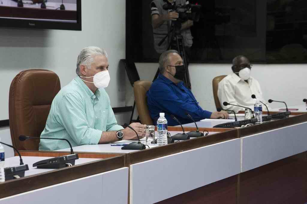 """""""Estremecer"""" el sistema empresarial cubano"""
