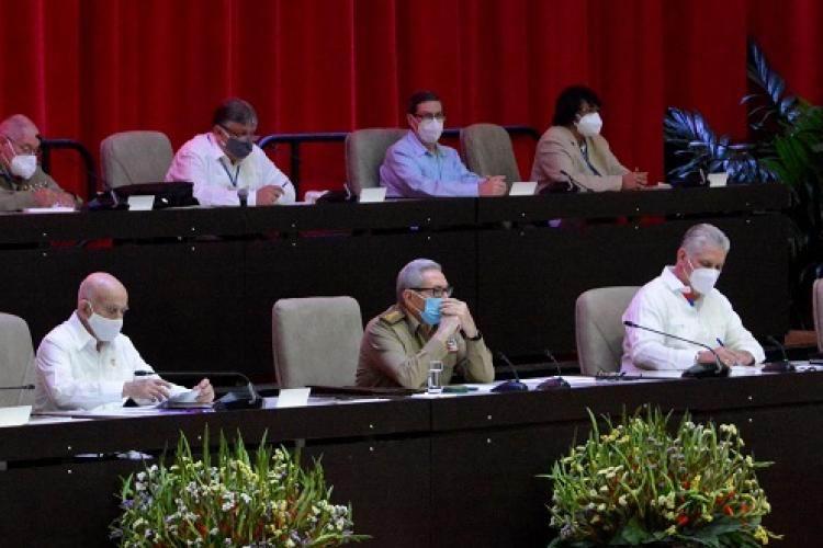 Preside Raúl sesiones del 8vo. Congreso del PCC en su tercer día