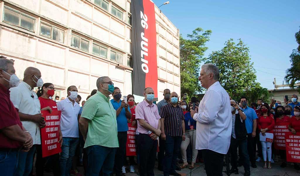 """Díaz-Canel: """"La Revolución todo lo que hace es para el pueblo"""""""