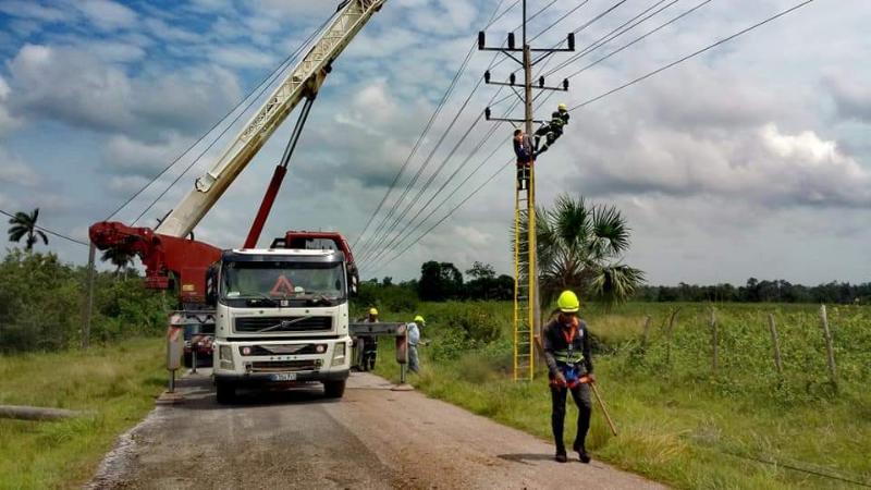 Sin descanso en la Isla, se restablece el servicio eléctrico