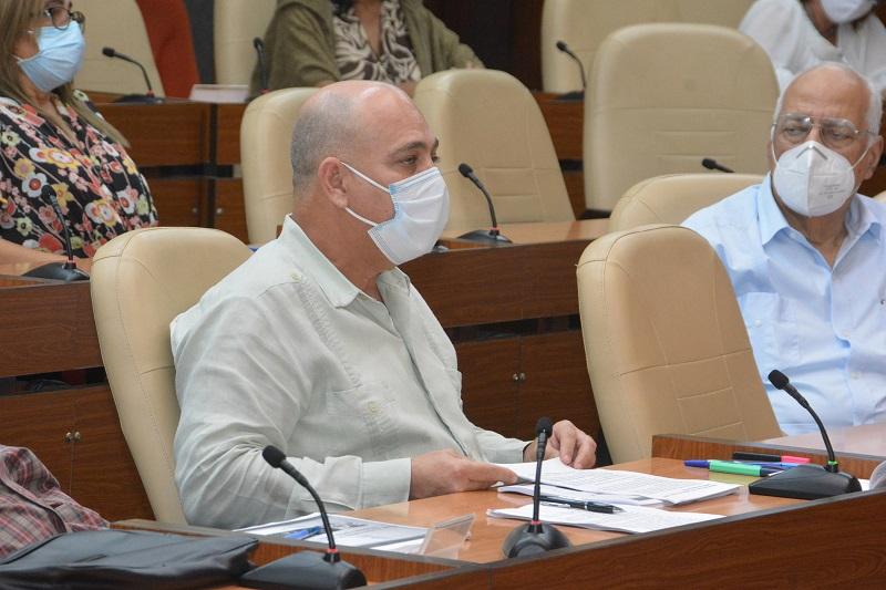 Díaz-Canel: Si trabajamos bien, como sabemos hacerlo, podremos cortar la transmisión de la COVID-19
