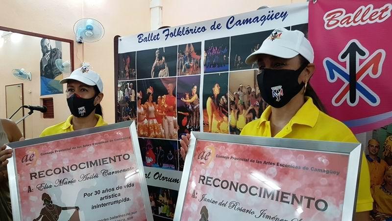 Primeras bailarinas, Elsa María Avilés Carmenate y Janixe del Rosario Jiménez, fundadoras de la compañía.