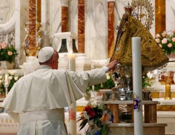 Juan Pablo II ante la Virgen del Cobre