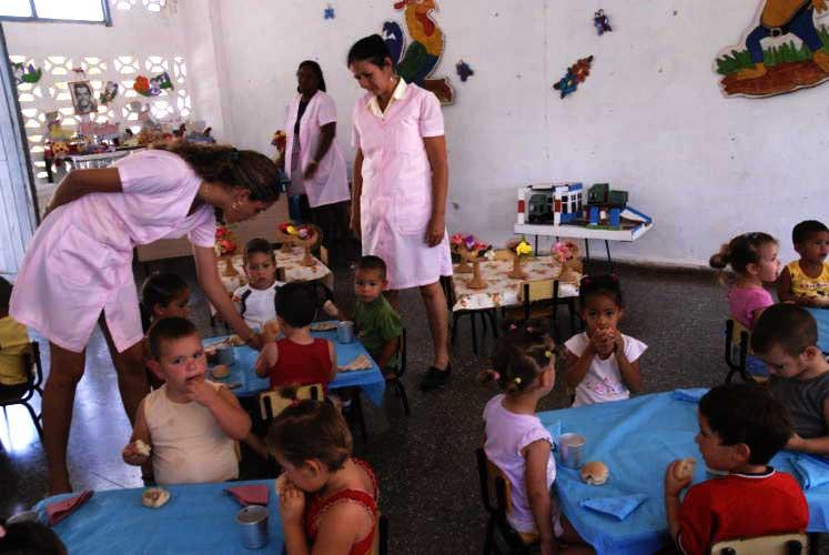 Aclara Ministerio de Educación sobre precios de seminternados y círculos infantiles