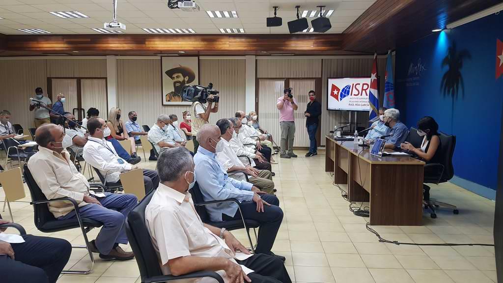 Con el escudo y la bandera, un texto para comprender las interioridades de la diplomacia cubana
