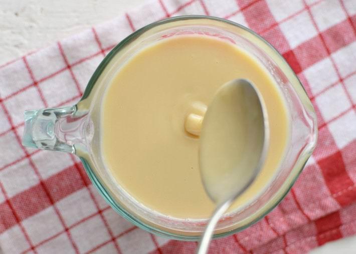 ¿Cómo hacer leche condensada casera con dos ingredientes?